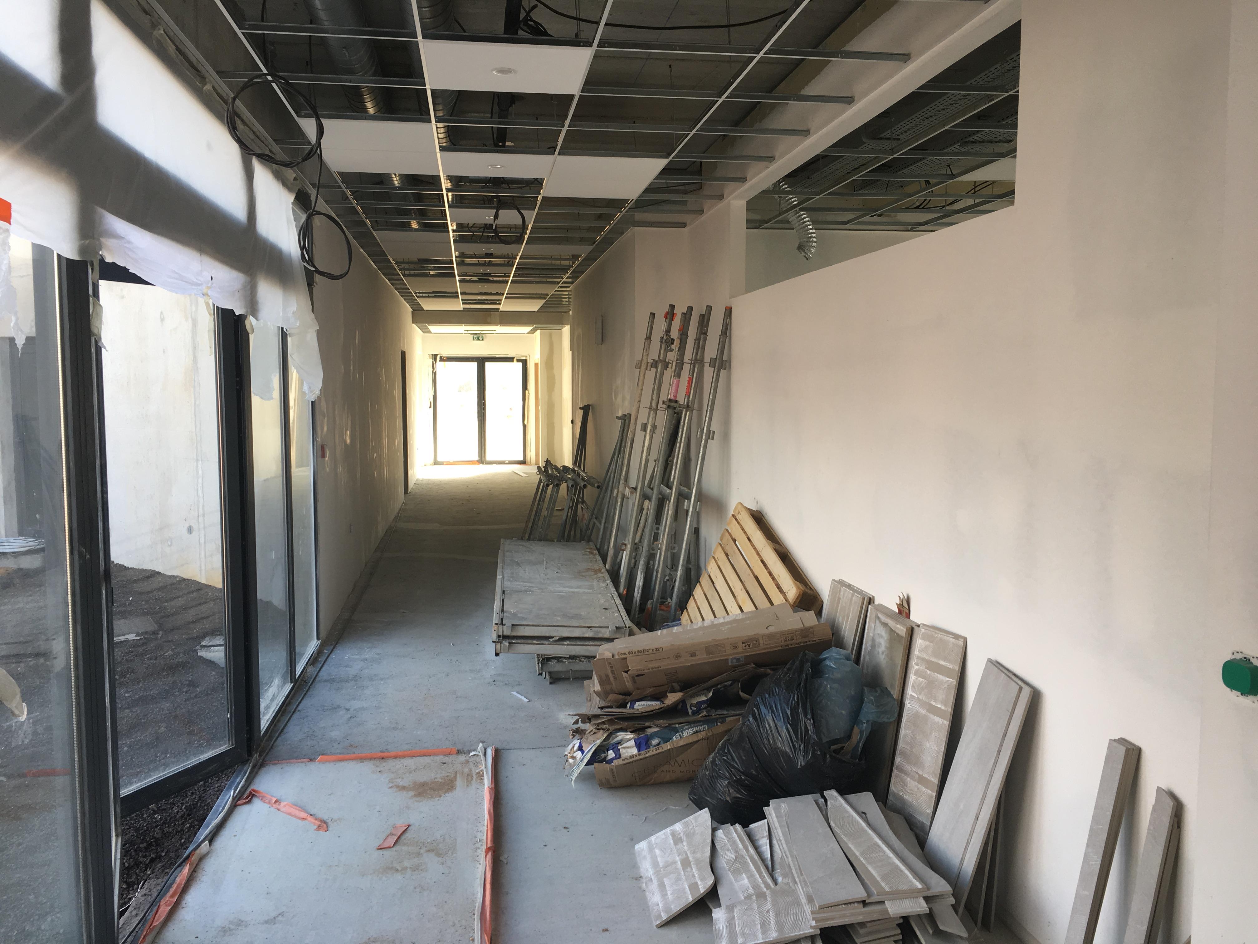Couloir d'accès aux salles de classe